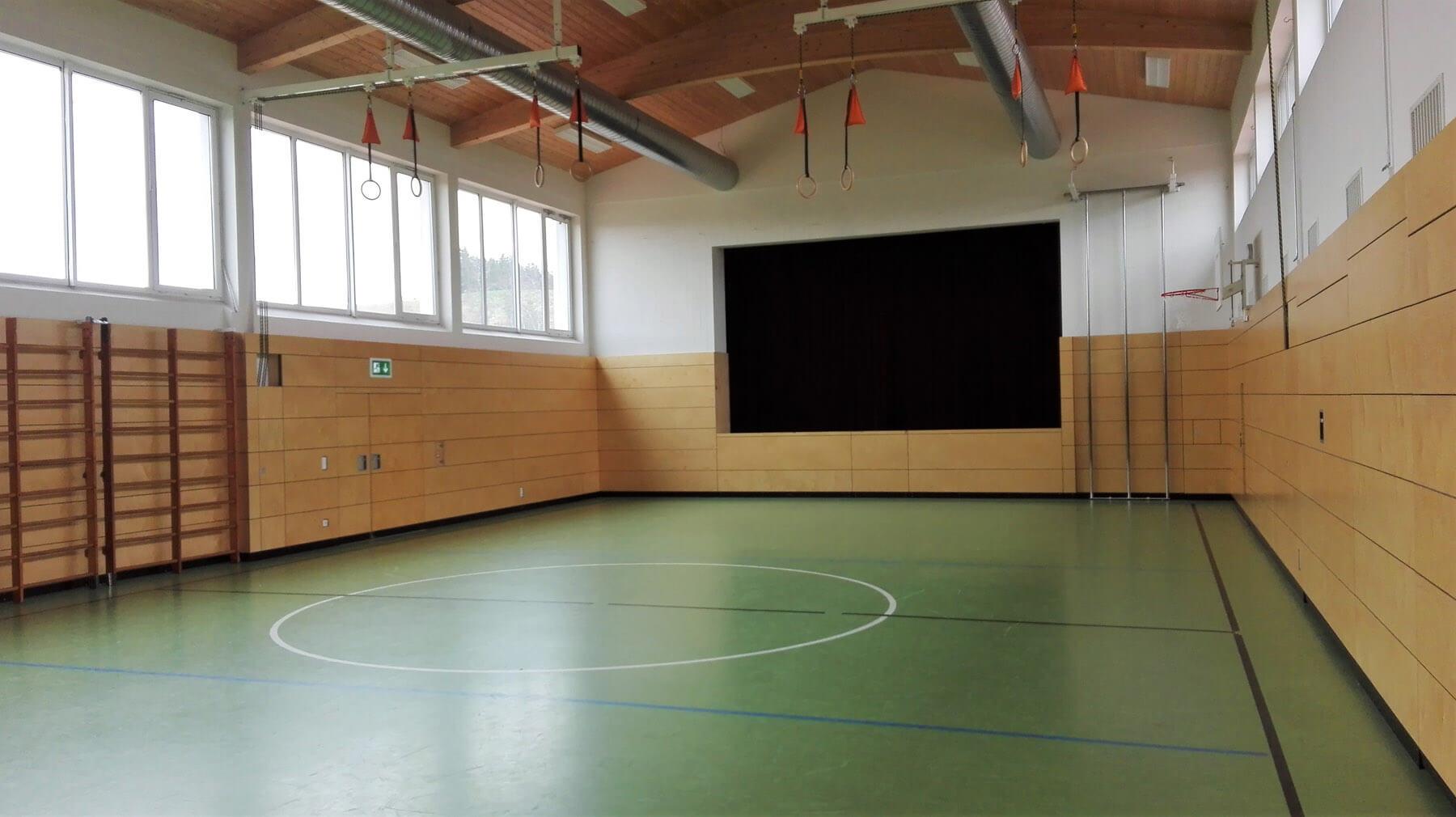 Klettergerüst Turnhalle : Grundschule burggen turnhalle
